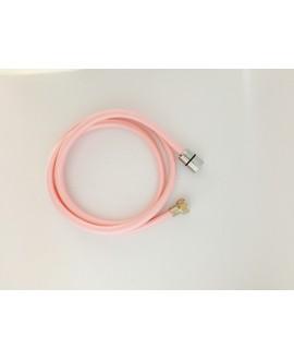 Tubo en textil rosa para ducha de 1,5 mt.